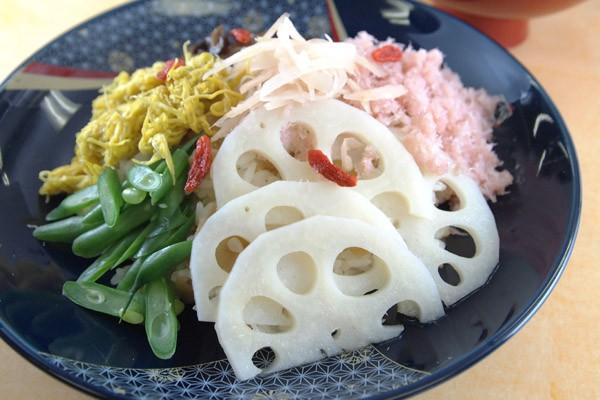 菊の花のちらし寿司
