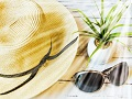 たるみの原因は近紫外線?太陽ケアで「光老化」を予防しよう